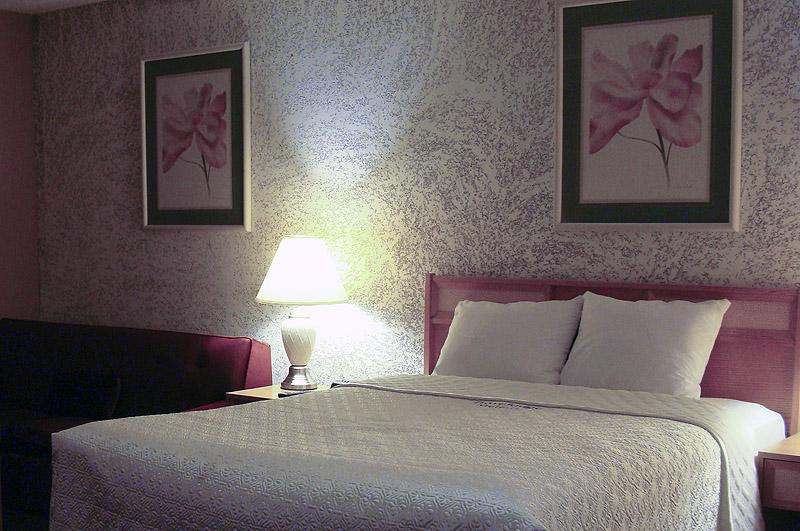 Queen size Bed - Bluebird Hotel in Melfort, SK